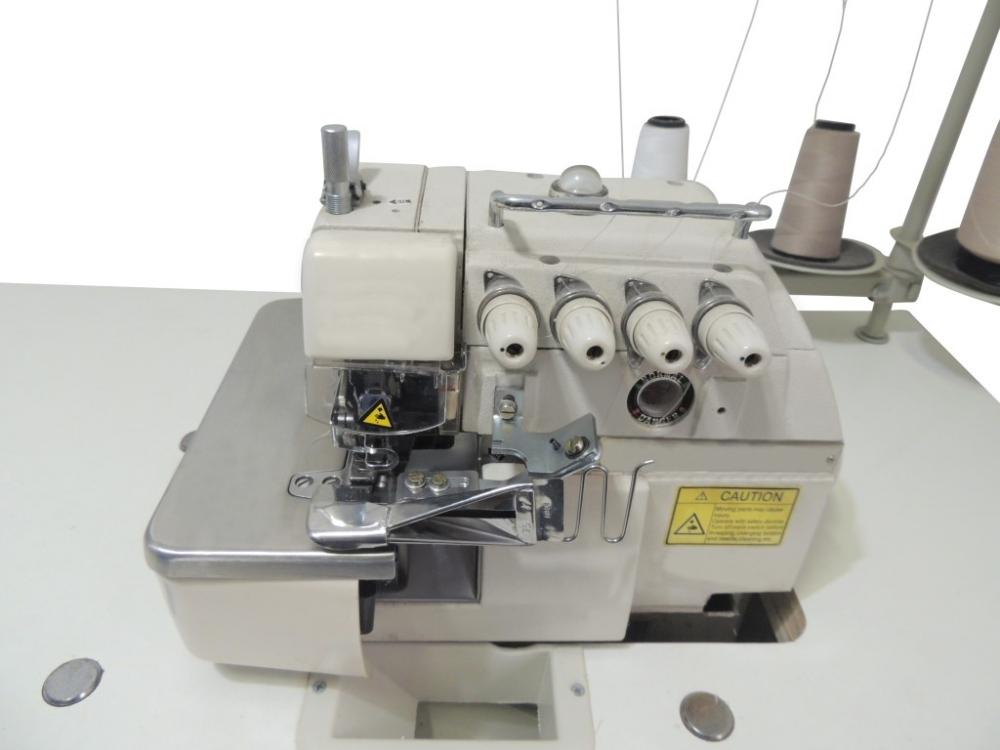 Suporte para fixar aparelho de filete na máquina overlock